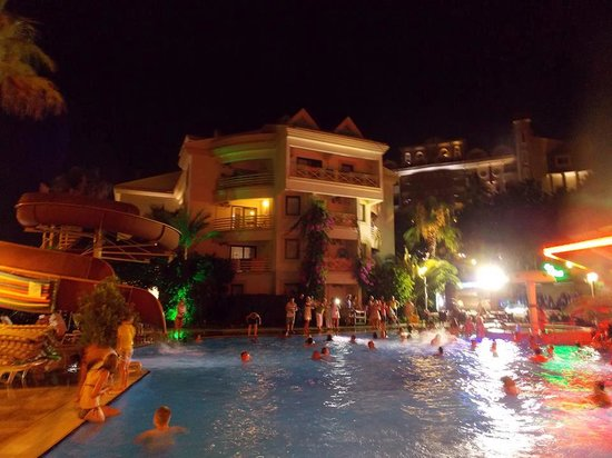 Cettia Apart Hotel: Pool Party