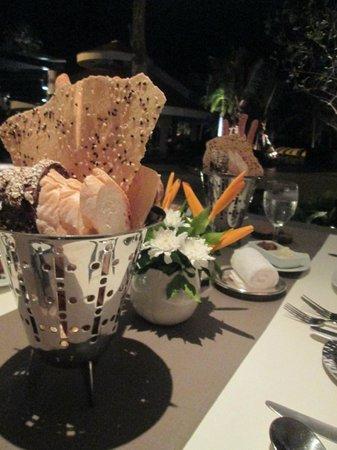 Caprice Restaurant & Bar : La table et ses petits pains