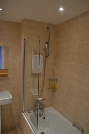 Edinburgh Playhouse Apartments: bathroom 1