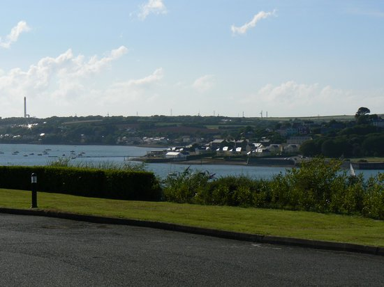 Cleddau Bridge Hotel : view over the estuary