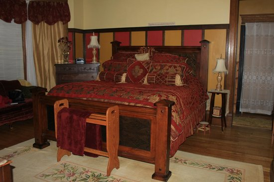 Viroqua Heritage Inn : The luxurious Tubb Room