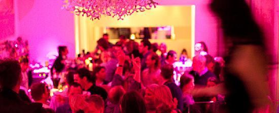 OPIO Bar & Restaurant: Bar ambience