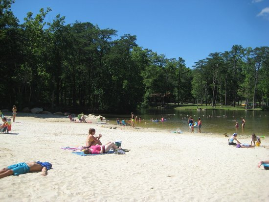 Cacapon Resort State Park: The beach at the lake