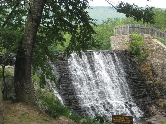 Cacapon Resort State Park: Waterfall coming off of lake