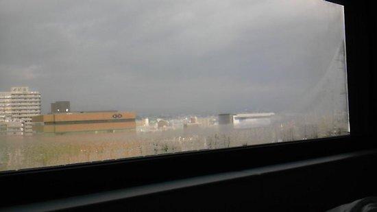 remm Shin Osaka: 長い窓