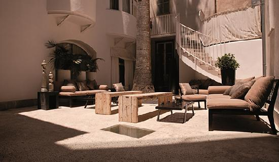 OPIO Bar & Restaurant: Palm Tree Patio