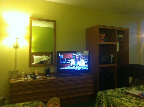 Outer Banks Inn: I seriously want one of these TVs