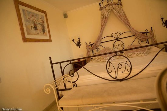 Villa Provence: a typical bed