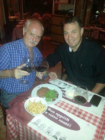 Le Petit Tonneau Toranomon: Having a glass of wine with the Chef