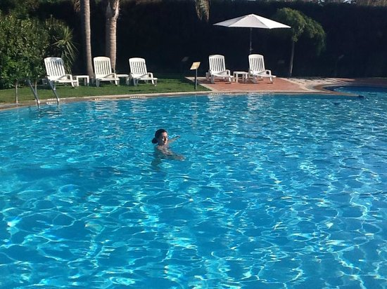Hotel Andrea Doria : Could not get my wife out of that pool !!!