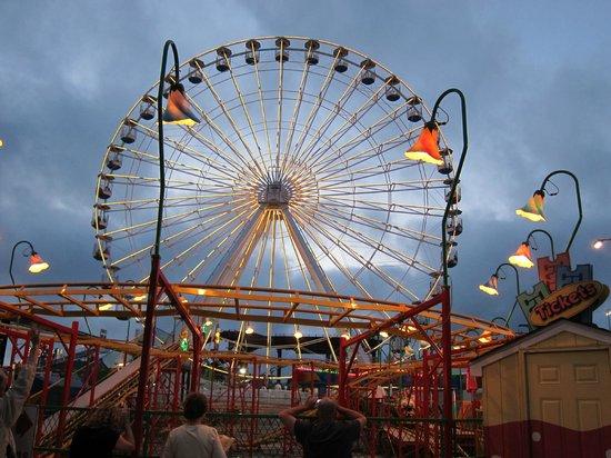 Gillian's Wonderland Pier: A view of the Wonderland Ferris Wheel.