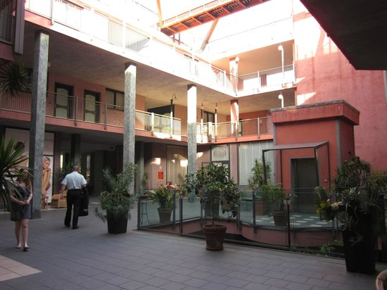Marina Palace Hotel & Congress Hall : inner courtyard of hotel