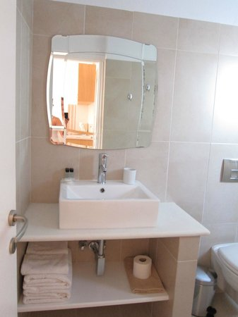 Kallisti Rooms & Apartments: bathroom