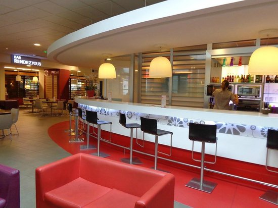 Ibis Paris CDG Airport: Bar and Lounge