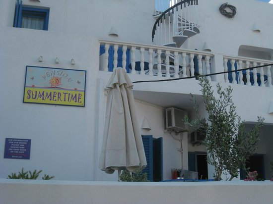 Summer Time Pension : Front of hotel