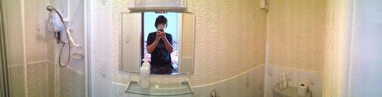 Southwold Hotel: Bathroom