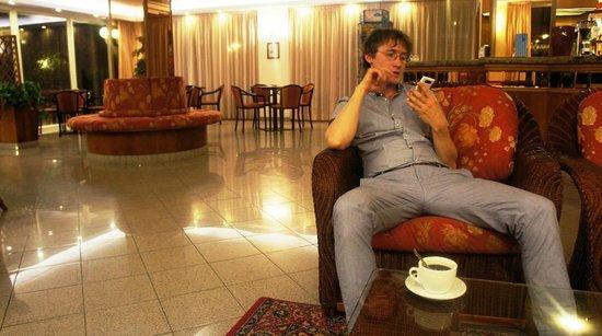 Hotel Tiffany : холл, где можно в любое время выпить прекрасный кофе всего за 1 евро