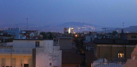 Hotel Tiffany : вечером с балкона видно, как Сан-Марино загорается волшебными огнями, в реале красивее чем на фо