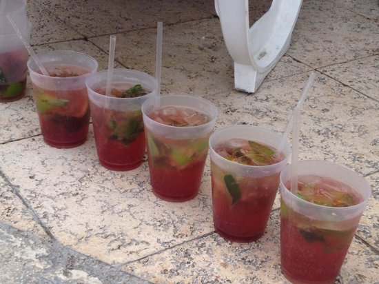 Hotel Riu Cancun: Strawberry mojitos