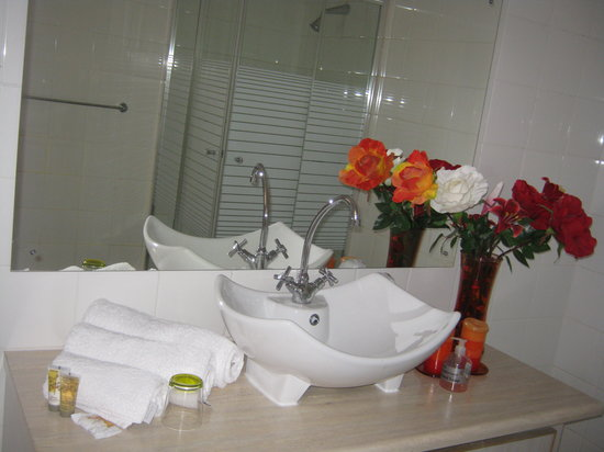 Lapologa Bed and Breakfast: Bathroom 2