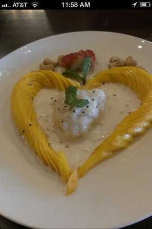 Rama V: sweet coconut rice with mangos