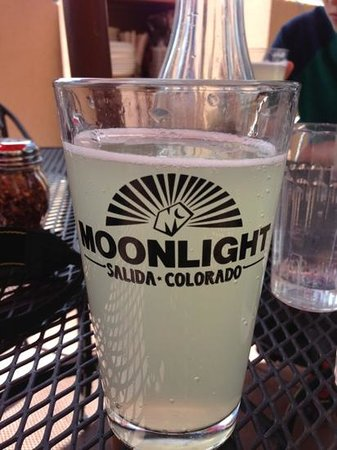 Moonlight Pizza & Brewpub: Delicious limeade soda.