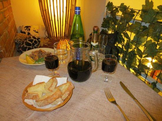 Su & Giu Cucina Romana: Romeo and Juliet balcony