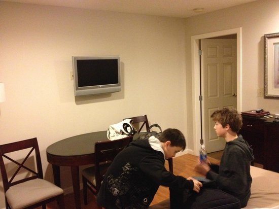 Red Lion Inn & Suites Victoria : tv on wall in living area