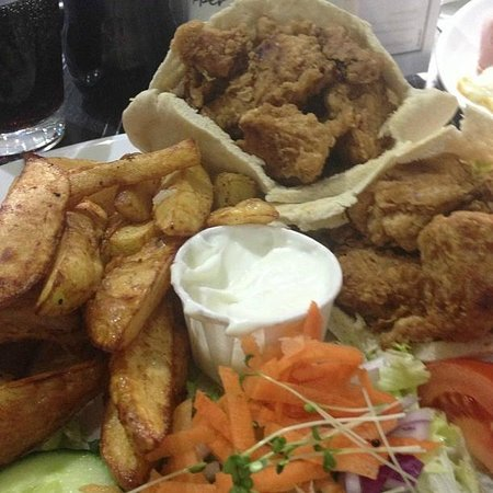 Sophellie's Eatery: Southern Fried Chicken Pitta, Chips & Salad