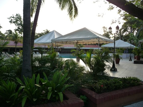 Best Western Las Mercedes: Pool and Events area