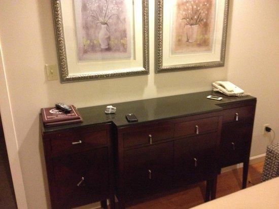 Red Lion Inn & Suites Victoria : desk