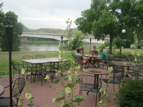 Grand Union Hotel: Riverfront Patio Dining