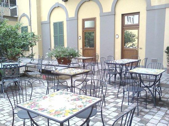 Hotel Donatello : Breakfast patio