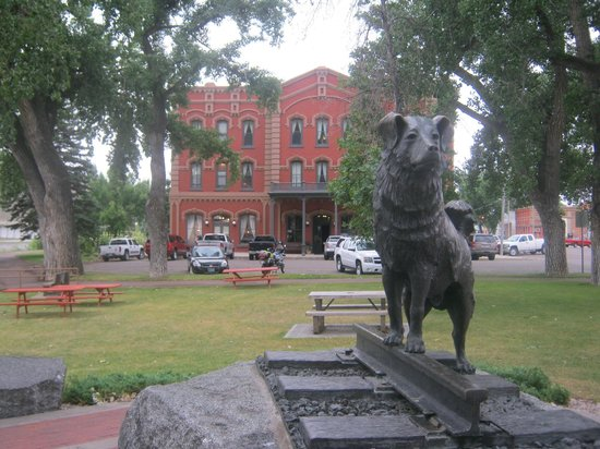 Grand Union Hotel: Shep Statue in front of Grand Union