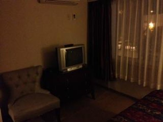 Red Lion Inn & Suites Victoria: tv by the light of the day