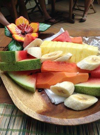 Dos Palmitos: Morning fruit plate