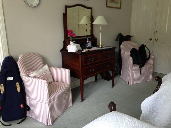 Edenvale House: room