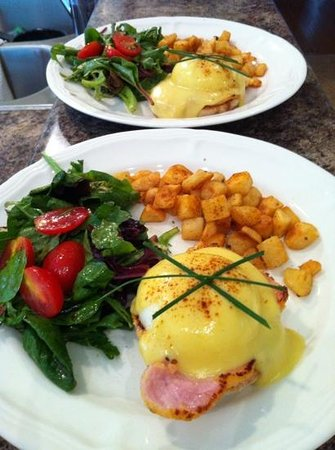 The Victorian Inn: Eggs Benedict
