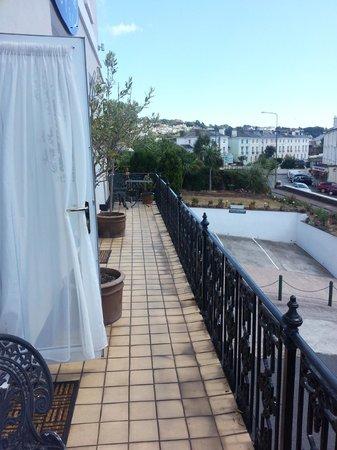 Ascot House Hotel: balcony