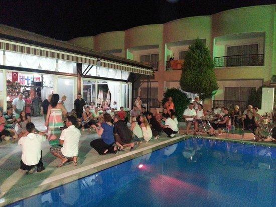 Sayanora Hotel: Tyrkisk aften
