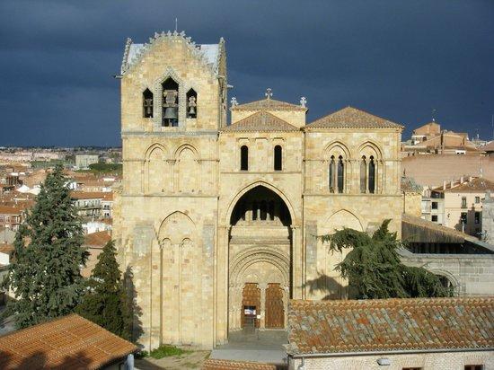 Bajada a la Cripta - Picture of Basilica de San Vicente ...