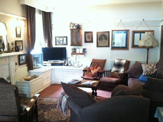 Greystones B&B: TV area and coffee