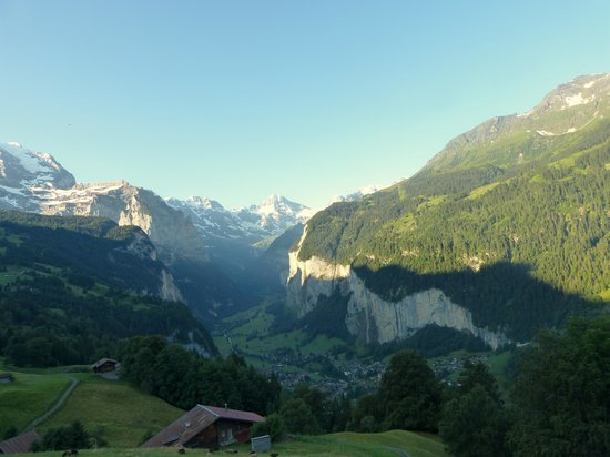Hotel Wengener Hof: From the train down to Lauterbrunnen