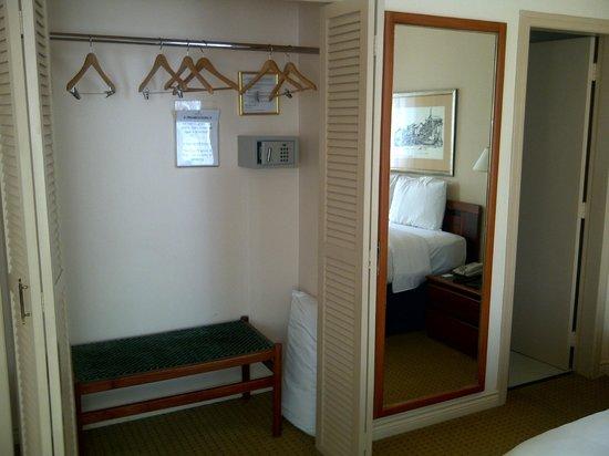 Unipark Hotel : Ropero