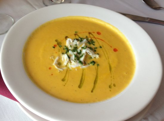 One Fish, Two Fish Restaurant: Amazing summer squash soup with crab