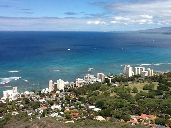 Vive Hotel Waikiki : View from on top of Diamond Head. I can see Diamond from my balcony!