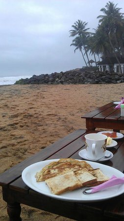 Palm Tree Heritage: Breakfast by the sea
