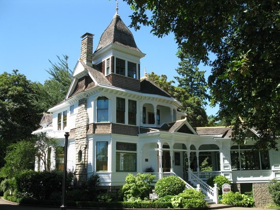 Deepwood Museum & Gardens: front view of Deepwood House