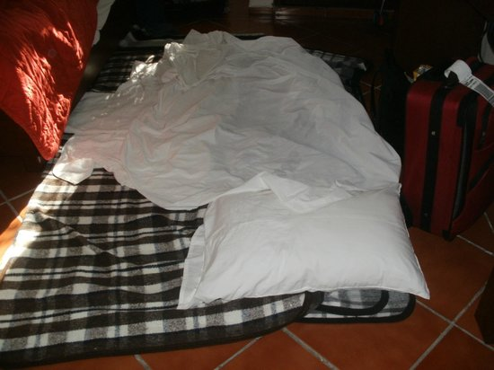 Hotel los Girasoles Cancun: durmiendo en el piso