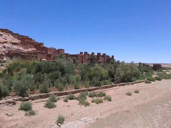 Caminhos de Marrocos - Day Tours: Kasbah Ait Ben Haddou from across the wadi